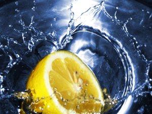 Lemon_in_Water_1600x1200